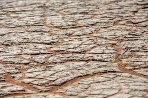 Deserto da Namíbia - solo argiloso e rachado em Deadvlei