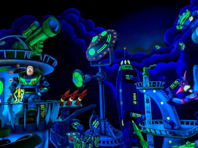 Atrações do Magic Kingdom - Buzzlightyears no brinquedo para salvar o espaço