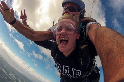 salto de paraquedas curitiba - caras e bocas