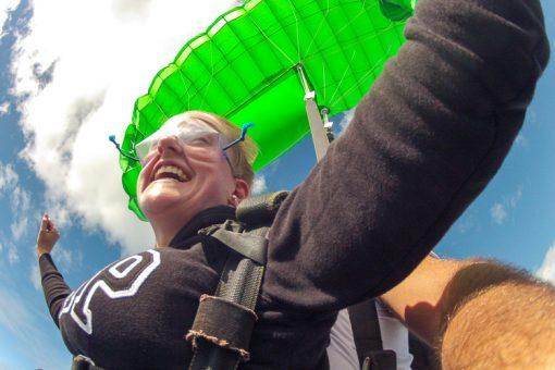 salto de paraquedas curitiba - felicidade no rosto