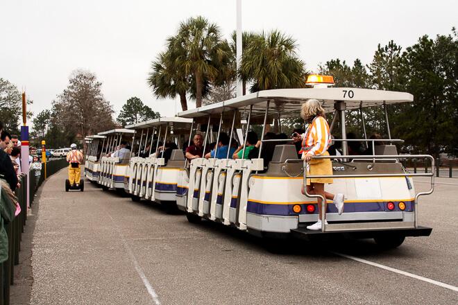Trenzinho que leva os turistas até a entrada do Magic Kingdom
