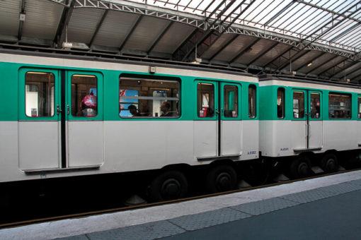 Metrô de Paris - vagão antigo de metrô na cor verde