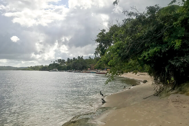 Praia de Guadalupe onde acontece o banho de argila que é a maior furada