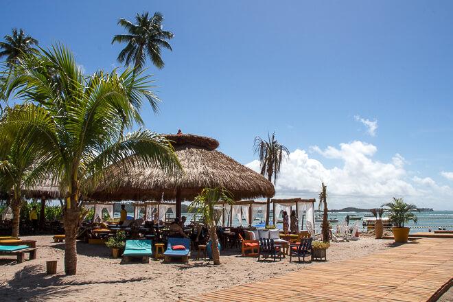 No Bora Bora tem alguns bangalos com mesas que lotam cedo na alta temporada
