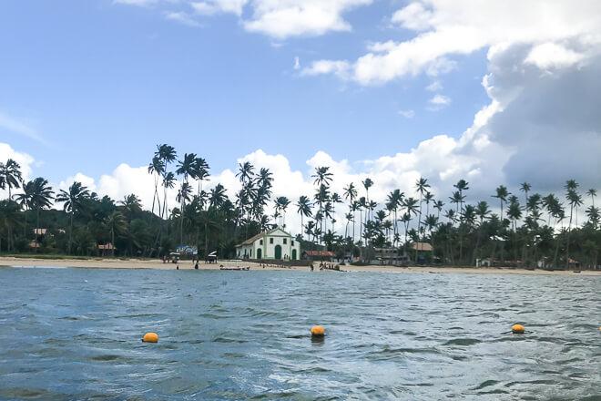 Praia dos Carneiros fotos - Capela de São Benedito vista do mar
