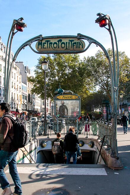 Metrô de Paris - entrada para a estação