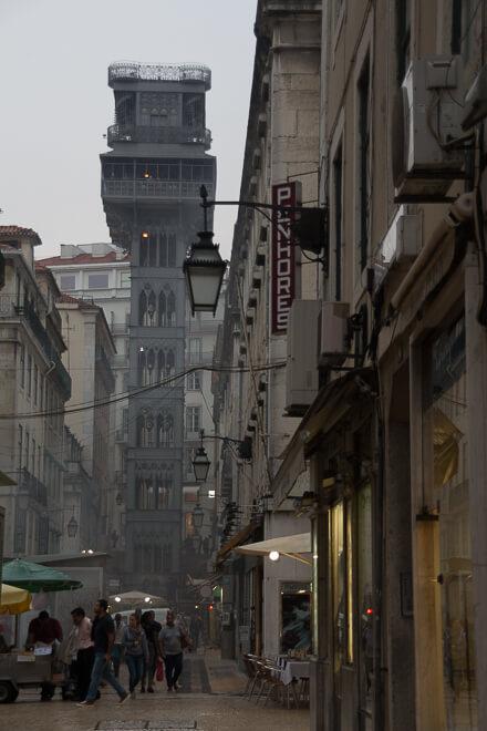 Elevador de SAnta Justa visto de baixo, Lisboa