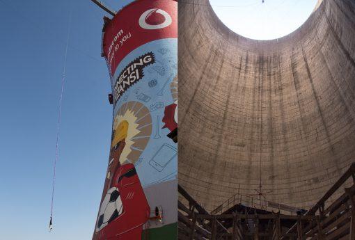 Do lado esquerdo foto de uma pessoa pulando de bungge jump e do lado direito a parte interna da torre onde é feita a queda livre.
