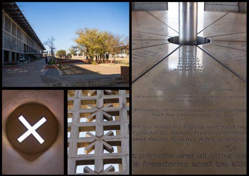 Fotos da praça da liberdade onde a letra x está presente em muitos elementos arquitetônicos. A praça tem poucas árvores, algumas esculturas e a reprodução da carta de liberdade.