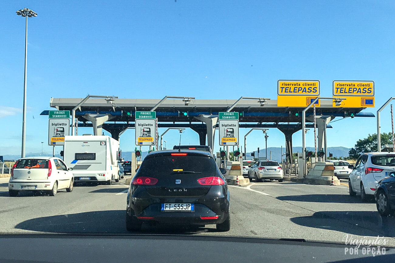 Alugar carro na Itália - cabine de pedágio Telepass