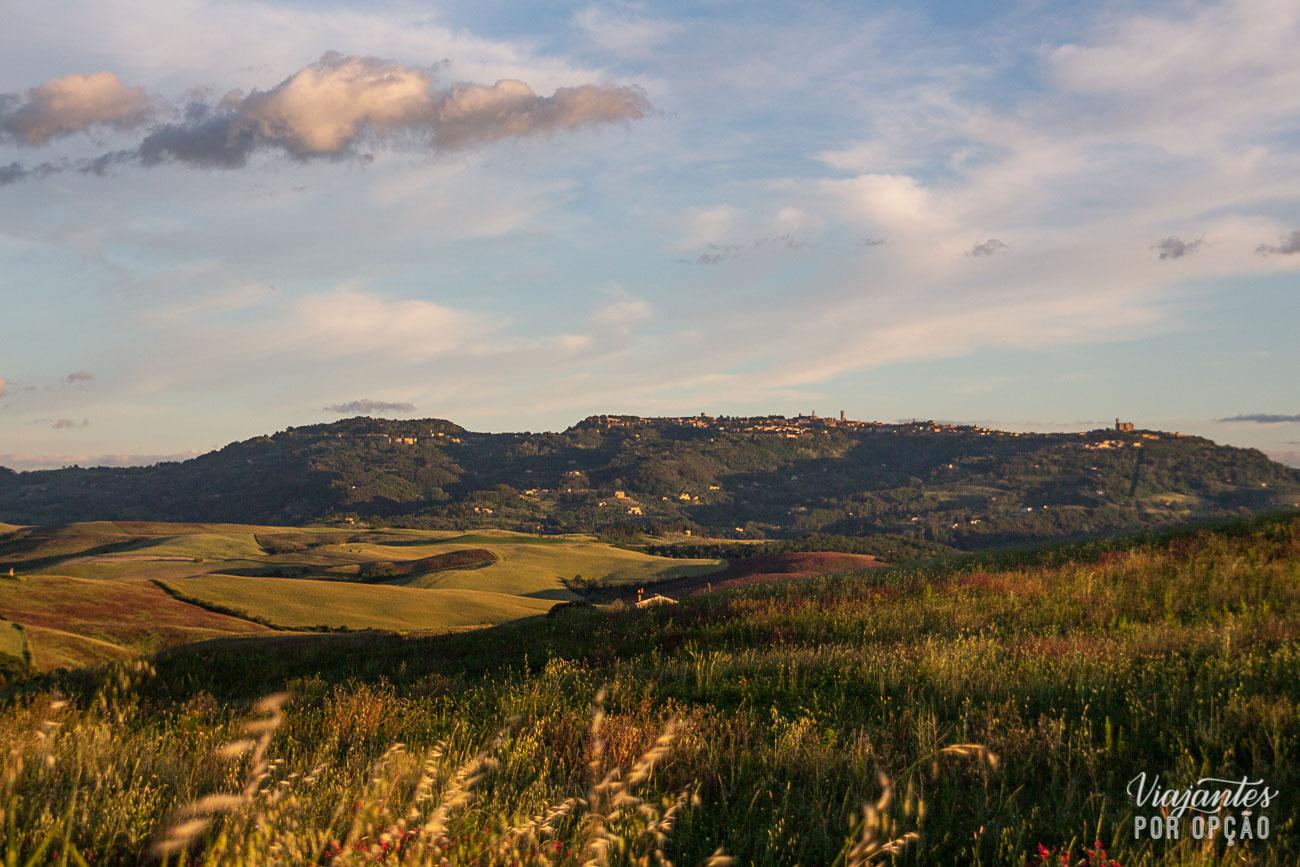 Estrada entre as cidades da Toscana
